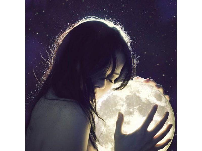 женщина и луна